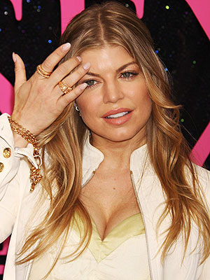 Fergie - is a singer, songwriter Americans Fergie-nail-art-designs-5